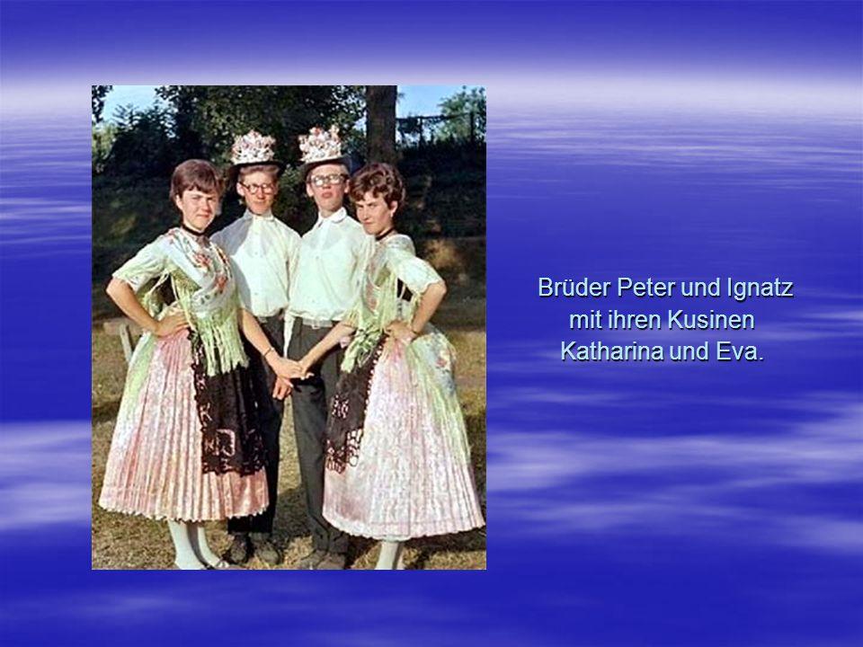 Brüder Peter und Ignatz mit ihren Kusinen Katharina und Eva. Brüder Peter und Ignatz mit ihren Kusinen Katharina und Eva.