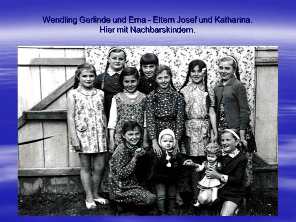 Wendling Gerlinde und Erna - Eltern Josef und Katharina. Hier mit Nachbarskindern.