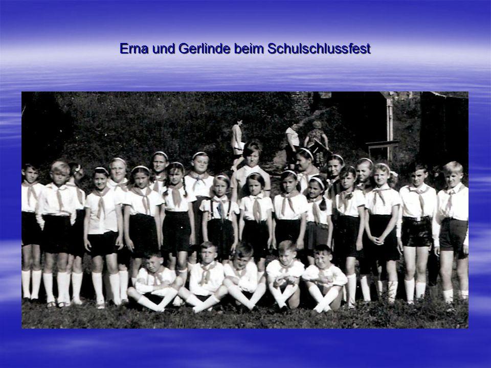 Erna und Gerlinde beim Schulschlussfest