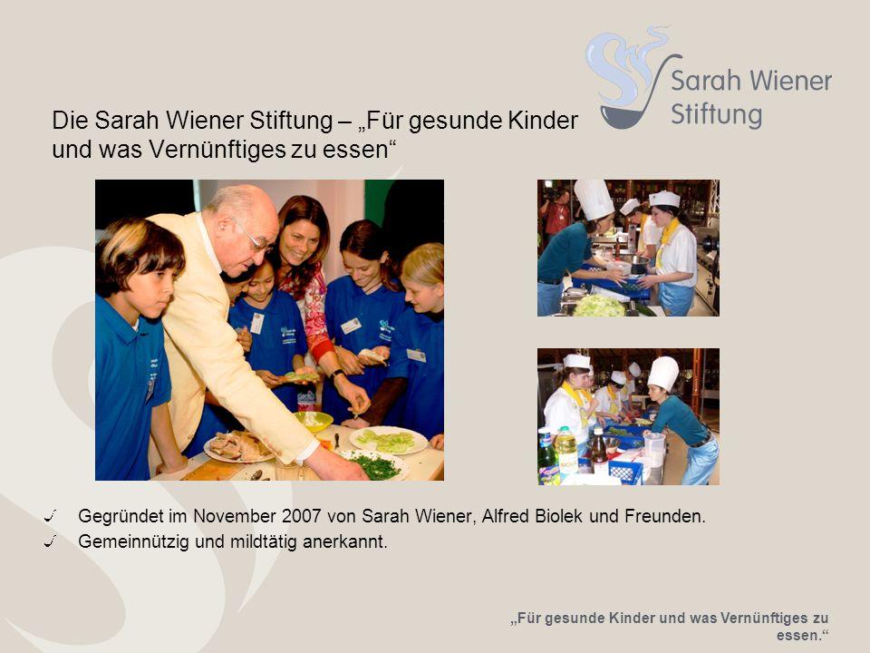 """""""Für gesunde Kinder und was Vernünftiges zu essen. Die Sarah Wiener Stiftung – """"Für gesunde Kinder und was Vernünftiges zu essen Gegründet im November 2007 von Sarah Wiener, Alfred Biolek und Freunden."""