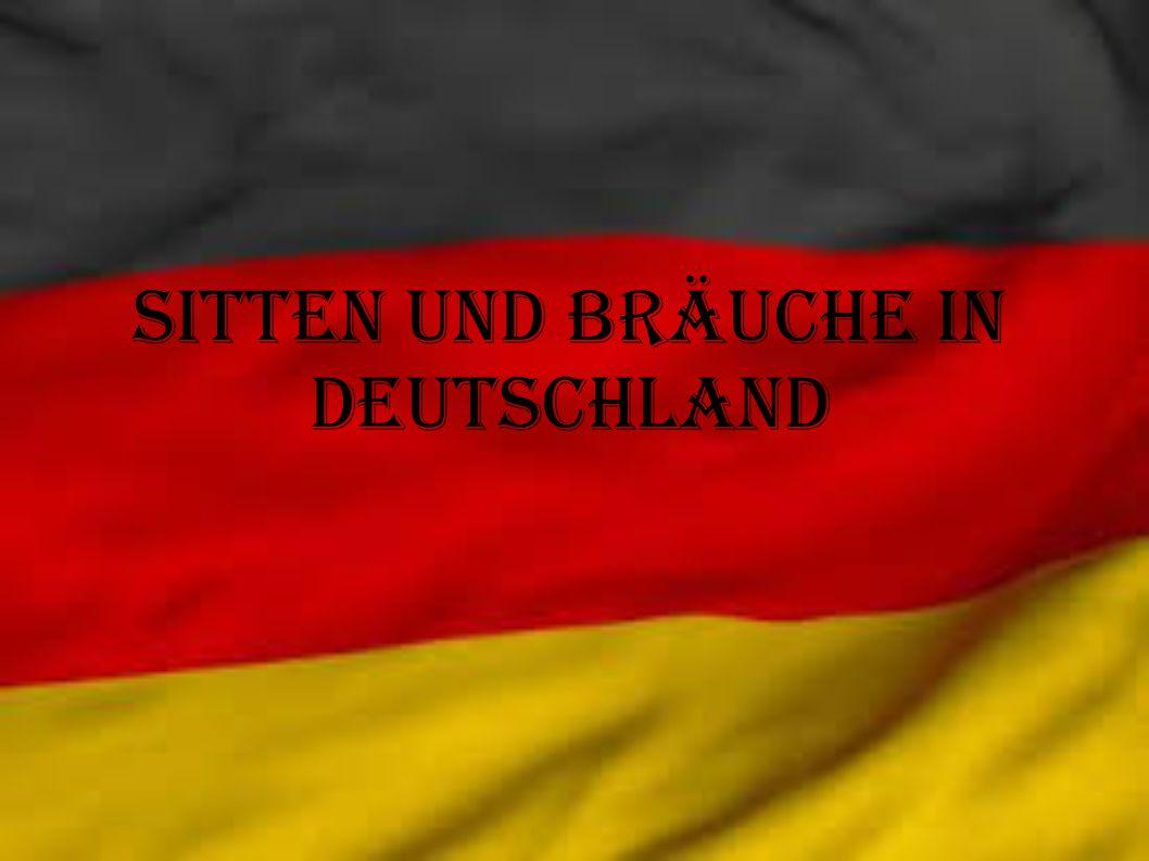Der Adventskränze In der Adventszeit sieht man überall in Deutschland die traditionellen Advenskränze.