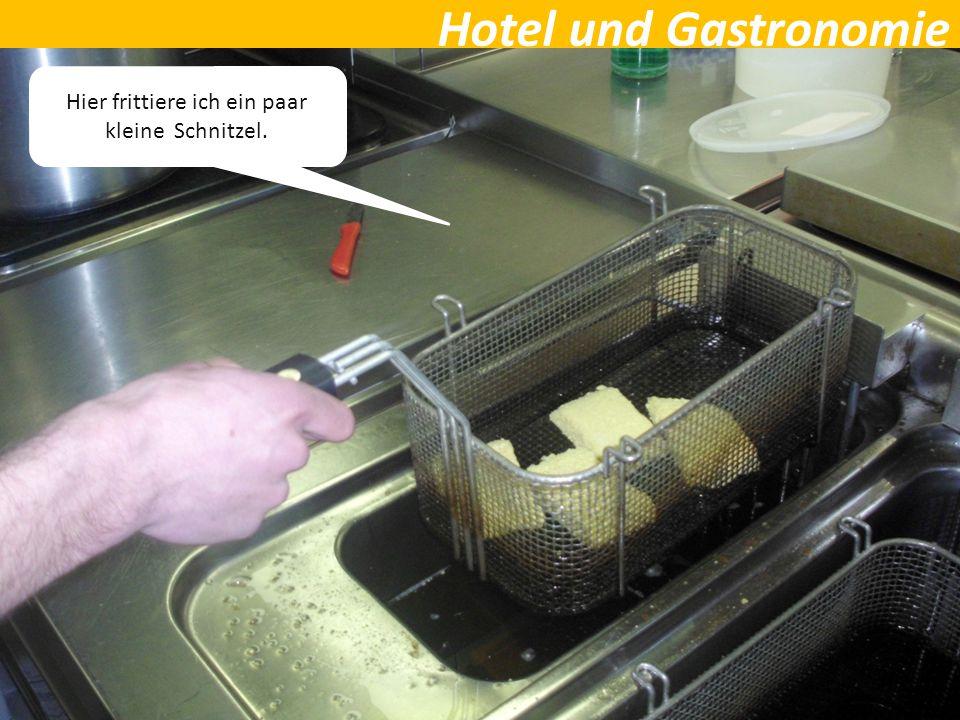 Hotel und Gastronomie Hier frittiere ich ein paar kleine Schnitzel.
