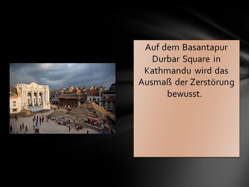 Auf dem Basantapur Durbar Square in Kathmandu wird das Ausmaß der Zerstörung bewusst.
