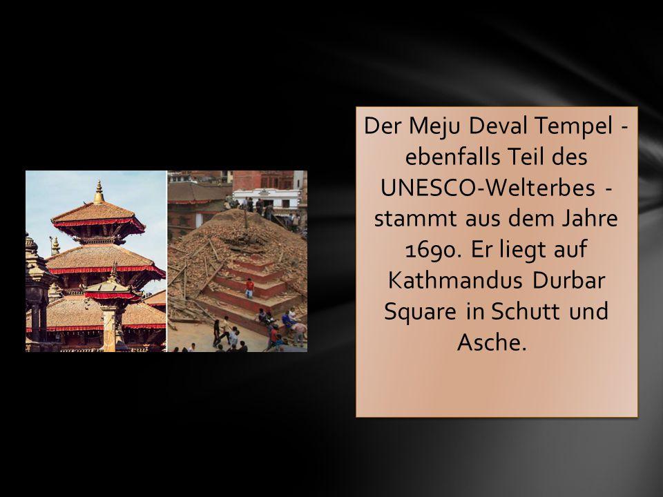 Der Meju Deval Tempel - ebenfalls Teil des UNESCO-Welterbes - stammt aus dem Jahre 1690. Er liegt auf Kathmandus Durbar Square in Schutt und Asche.