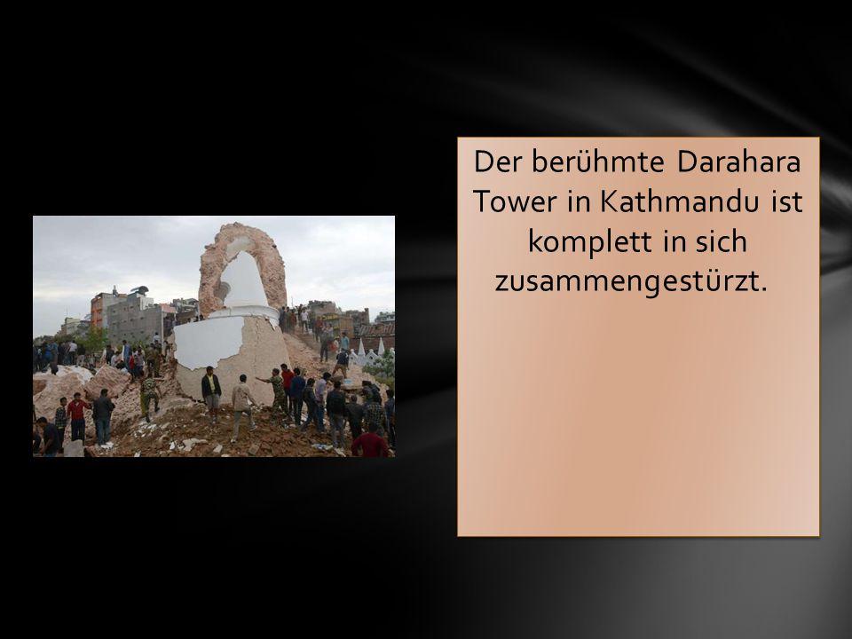 Der berühmte Darahara Tower in Kathmandu ist komplett in sich zusammengestürzt.