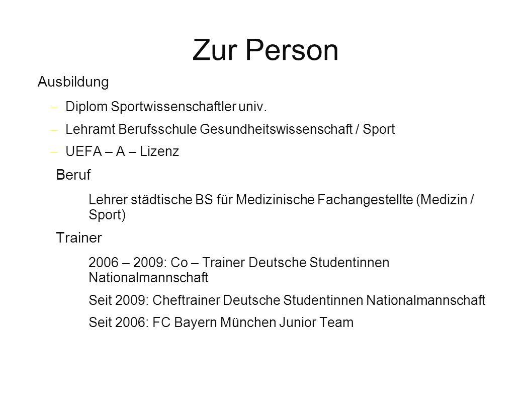 Zur Person Ausbildung – Diplom Sportwissenschaftler univ. – Lehramt Berufsschule Gesundheitswissenschaft / Sport – UEFA – A – Lizenz Beruf Lehrer städ