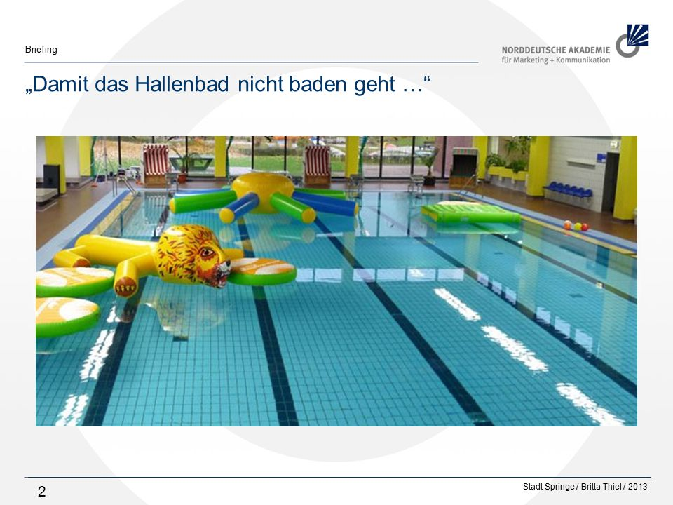 Stadt Springe / Britta Thiel / 2013 Briefing 13 Schwimmerbecken, Blick zur Fensterfront
