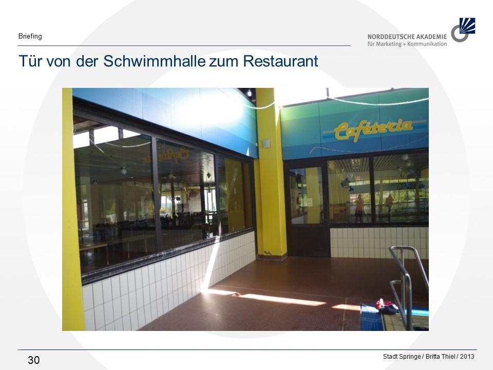 Stadt Springe / Britta Thiel / 2013 Briefing 30 Tür von der Schwimmhalle zum Restaurant