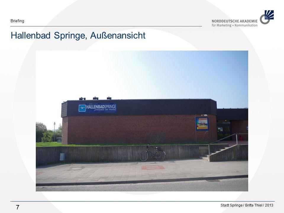 Stadt Springe / Britta Thiel / 2013 Briefing 8 Hallenbad Springe, Eingangstür