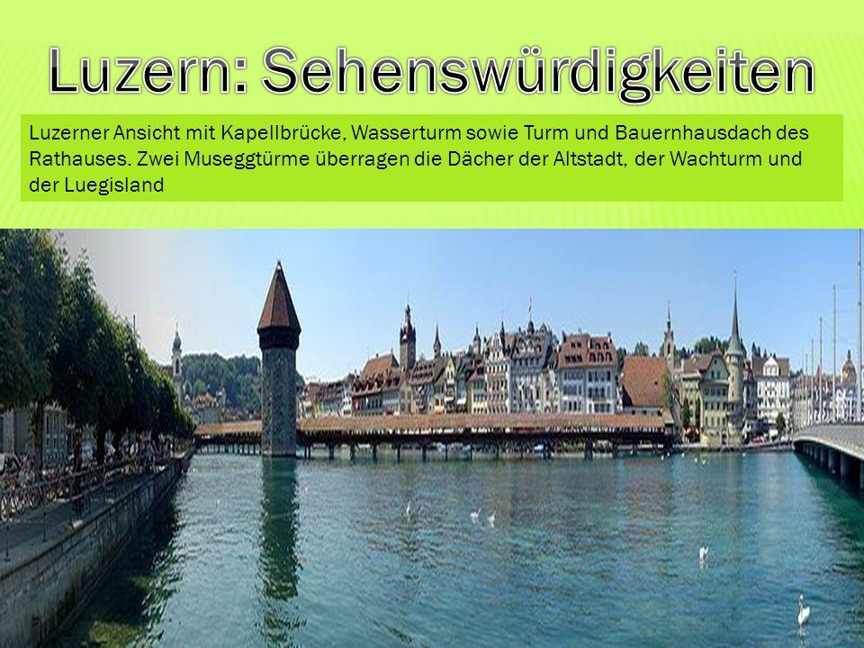 Luzerner Ansicht mit Kapellbrücke, Wasserturm sowie Turm und Bauernhausdach des Rathauses. Zwei Museggtürme überragen die Dächer der Altstadt, der Wac