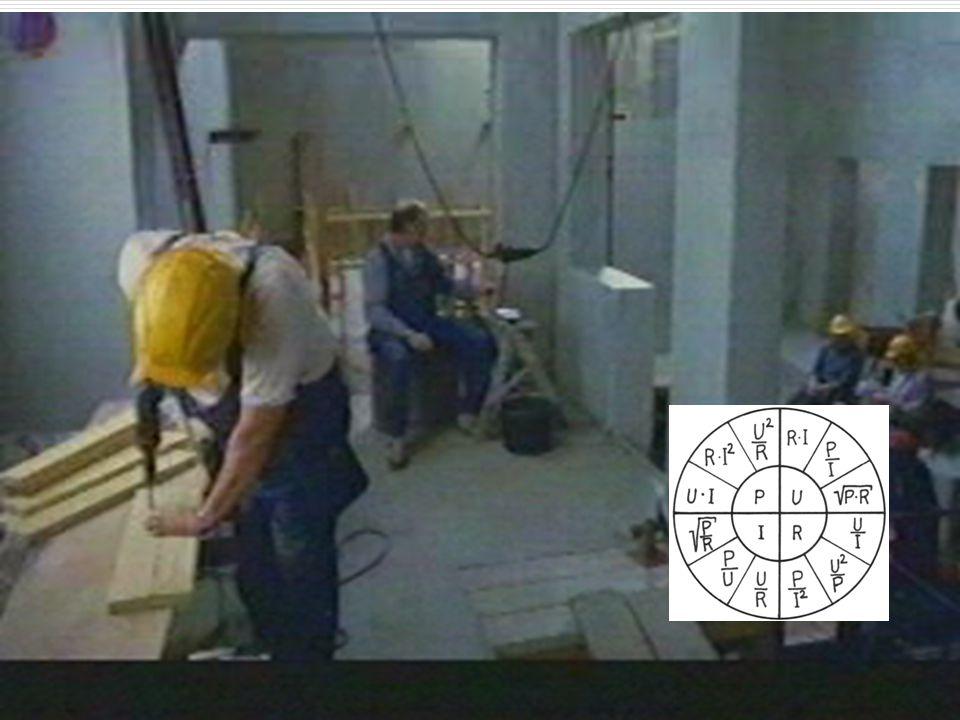 42 Aufgabe:  Wir schließen eine normale 230 V, 60 VA Glühlampe mit einem 200 Ohm Widerstand in Reihe und stecken den Stecker in die Steckdose. Wie vi