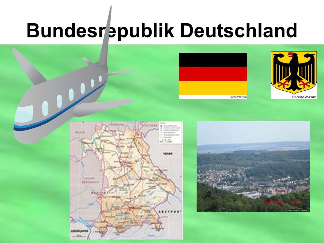 Typische Siedlungsstruktur inNordrhein-Westfalen In Deutschland werden insgesamt 52 Prozent der Landesfläche landwirtschaftlich genutzt (2009), Wälder bedecken weitere 29,5 Prozent.