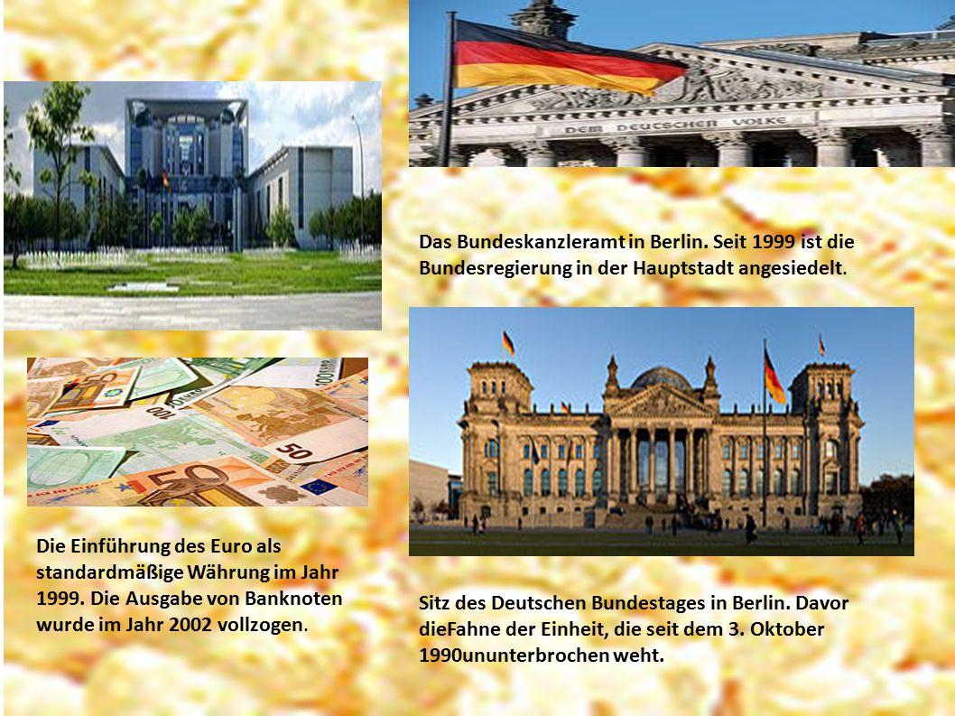 Das Bundeskanzleramt in Berlin. Seit 1999 ist die Bundesregierung in der Hauptstadt angesiedelt. Die Einführung des Euro als standardmäßige Währung im