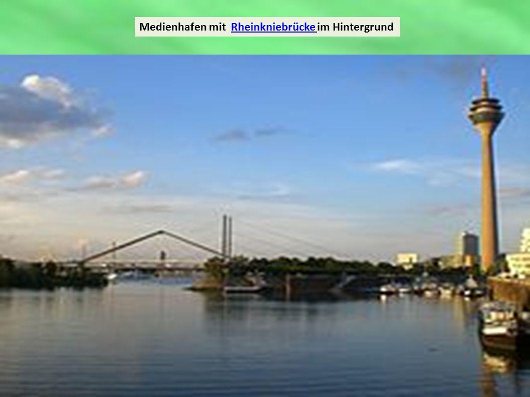 Medienhafen mit Rheinkniebrücke im HintergrundRheinkniebrücke