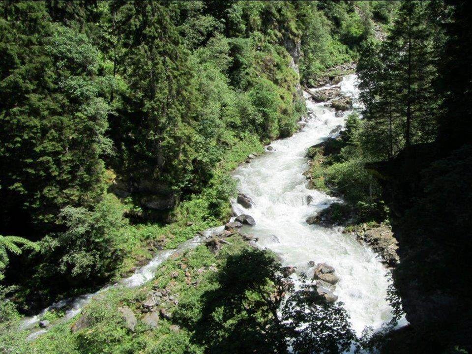 """Der Gasthof """"Alpenrose liegt auf 1380 m Seehöhe, unmittelbar neben dem einzigen Smaragdvorkommen Europas."""
