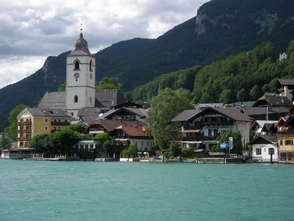 St. Wolfgang im Salzkammergut liegt auf 548 m Höhe am Fuße des Schafberges, am Nordufer des kleinen, zu Oberösterreich gehörenden Teil des Wolfgangsee