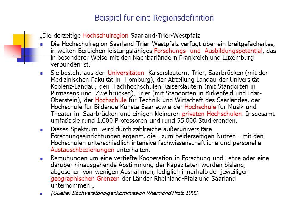Definitionen Region ist die die Hochschule umgebende sozialräumliche Struktur, häufig in den Grenzen von Regierungsbezirken gesehen. Hochschulen sind