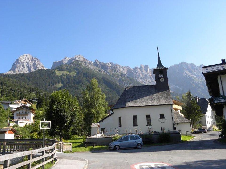 ist ein Ortsteil der Gemeinde Maria Alm am Steinernen Meer im Pinzgau und liegt zwischen dem Fuße des Steinernen Meeres und dem Hochkönigmassivs in 1016 m ü.