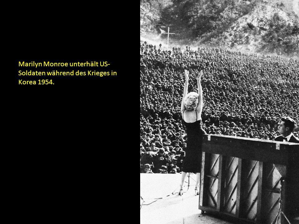 Marilyn Monroe unterhält US- Soldaten während des Krieges in Korea 1954.