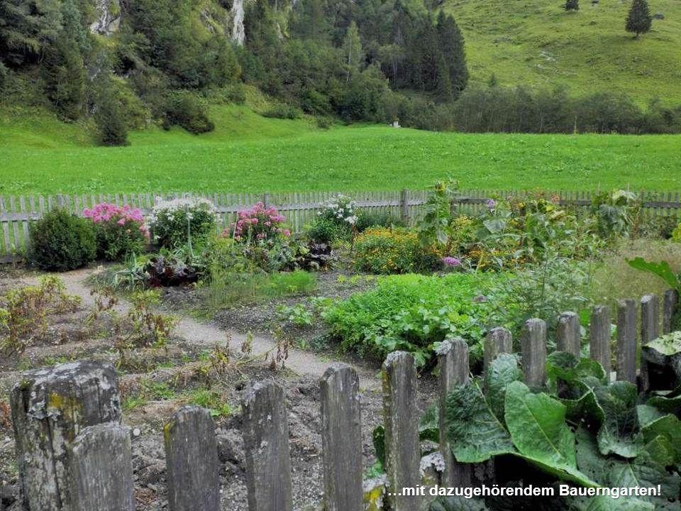 …vorbei an einem alten Bauernhof…