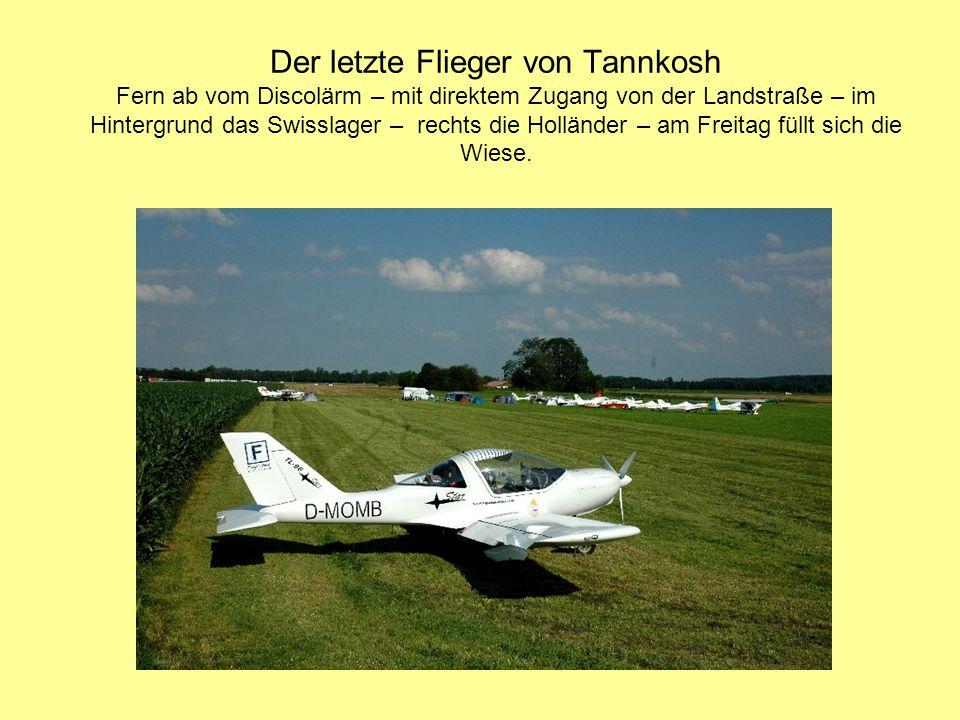Der letzte Flieger von Tannkosh Fern ab vom Discolärm – mit direktem Zugang von der Landstraße – im Hintergrund das Swisslager – rechts die Holländer – am Freitag füllt sich die Wiese.