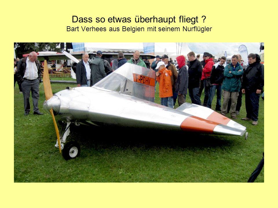 Dass so etwas überhaupt fliegt ? Bart Verhees aus Belgien mit seinem Nurflügler
