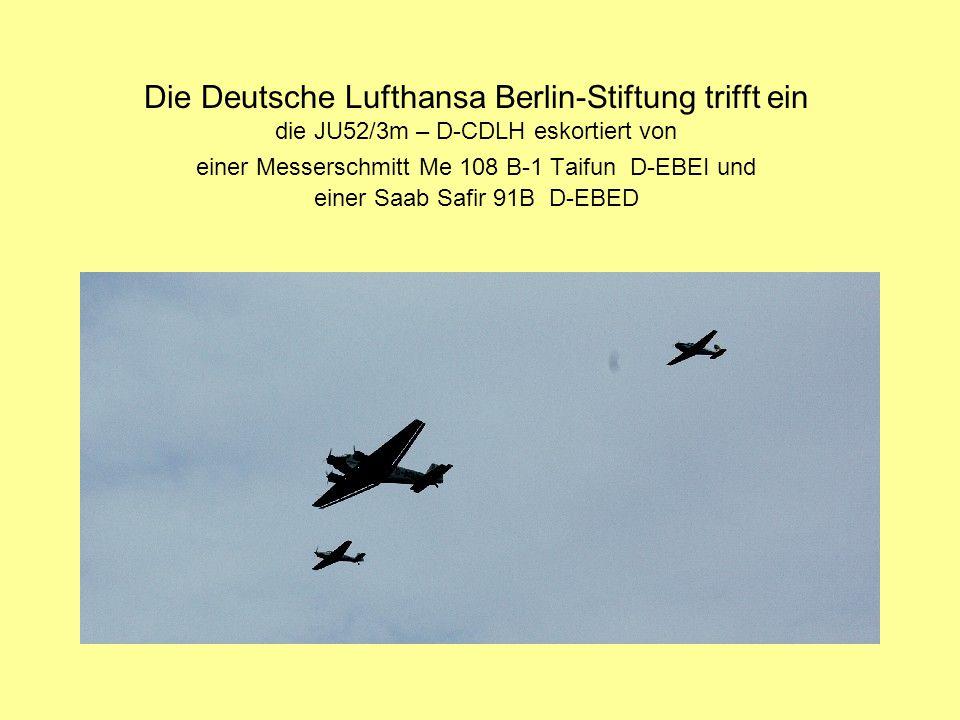 Die Deutsche Lufthansa Berlin-Stiftung trifft ein die JU52/3m – D-CDLH eskortiert von einer Messerschmitt Me 108 B-1 Taifun D-EBEI und einer Saab Safir 91B D-EBED