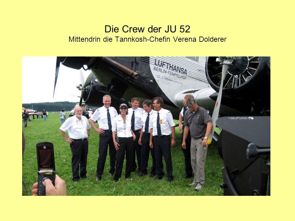Die Crew der JU 52 Mittendrin die Tannkosh-Chefin Verena Dolderer