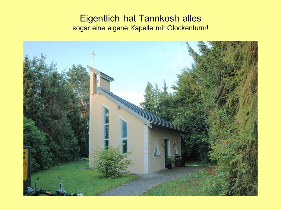 Eigentlich hat Tannkosh alles sogar eine eigene Kapelle mit Glockenturm!