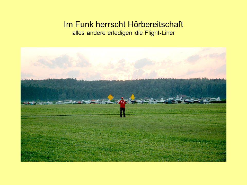 """Der """"aerokurier schreibt: Die Teams auf dem Flugplatz in Tannheim haben die Regennacht überstanden."""