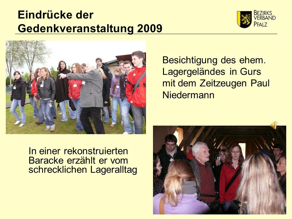 Eindrücke der Gedenkveranstaltung 2009 In einer rekonstruierten Baracke erzählt er vom schrecklichen Lageralltag Besichtigung des ehem.