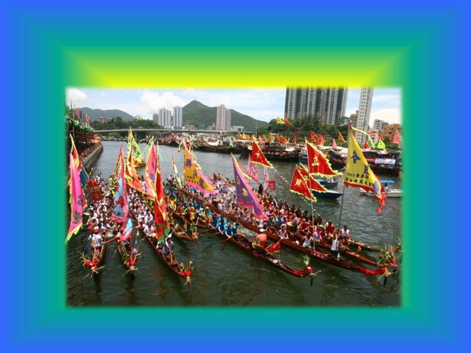 Am Tag des Drachenbootfests wird eine Drachenboot-Regatta veranstaltet.