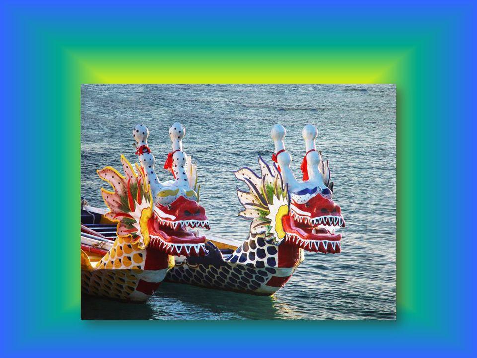 Am Drachenbootfest werden auch Zongzi (chinesisch 粽子 ) gegessen.