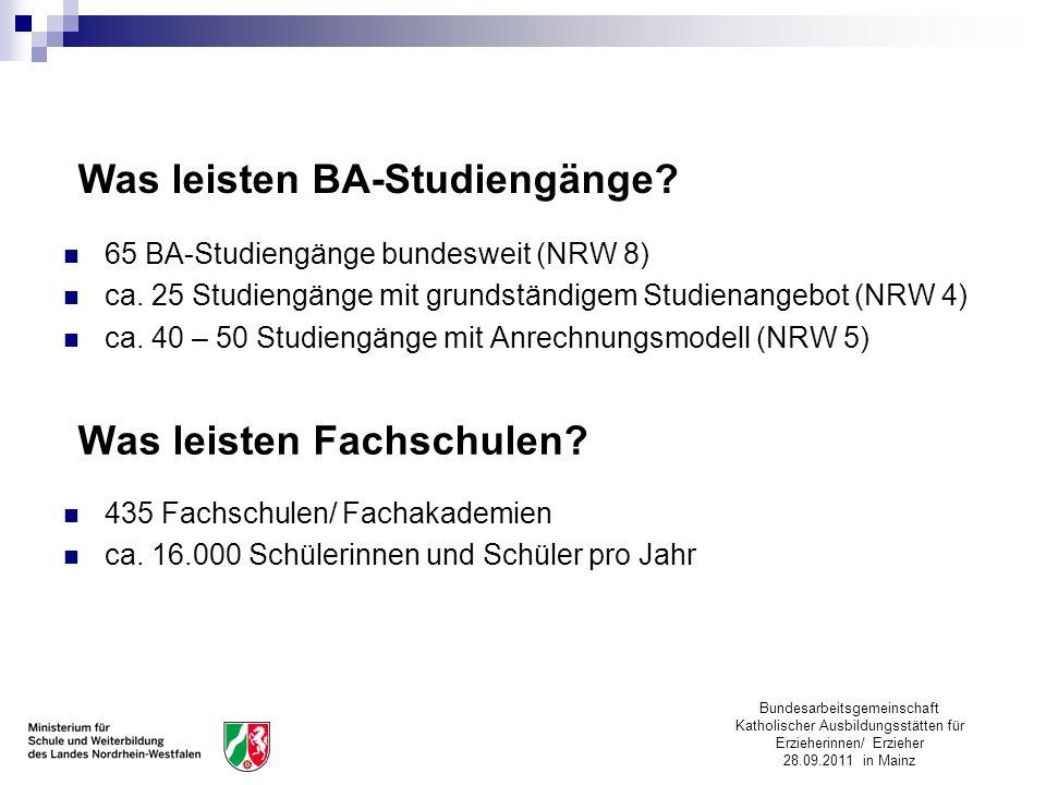 Bundesarbeitsgemeinschaft Katholischer Ausbildungsstätten für Erzieherinnen/ Erzieher 28.09.2011 in Mainz Was leisten BA-Studiengänge? 65 BA-Studiengä