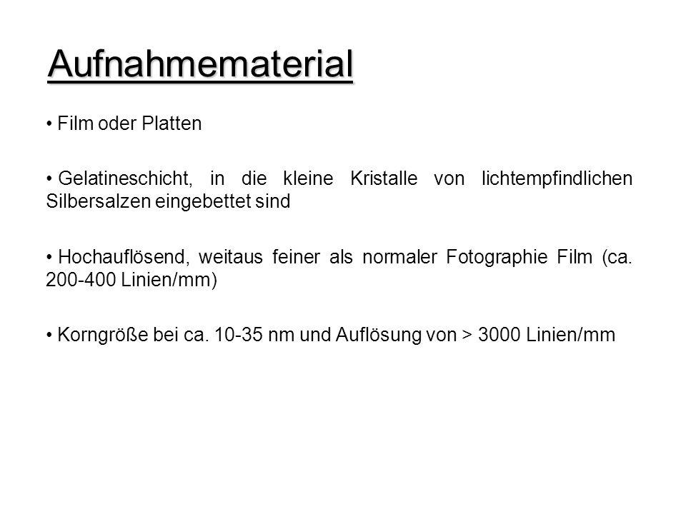 Film oder Platten Gelatineschicht, in die kleine Kristalle von lichtempfindlichen Silbersalzen eingebettet sind Hochauflösend, weitaus feiner als normaler Fotographie Film (ca.