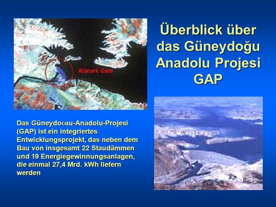 Blick auf die Atatürk- Staumauer Ziel ist der Ausbau von Industrie und Infra- struktur sowie die Bewässerung einer Fläche von 1,6 Mio.