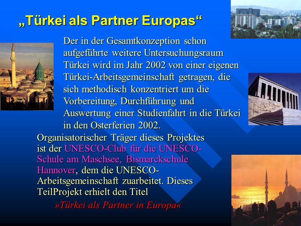Workshop in Lübeck Nach den Osterferien wird der Erdkunde-Kurs Klasse 12 einen Workshop im Rahmen einer Exkursion nach Lübeck unternehmen. Stadtgeogra