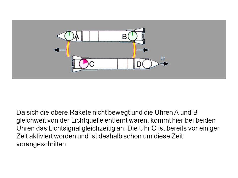 Aus Sicht der oberen Rakete fliegt die untere Rakete mit der Geschwindigkeit v nach rechts weg, demnach erreicht das Lichtsignal zuallererst die Uhr C