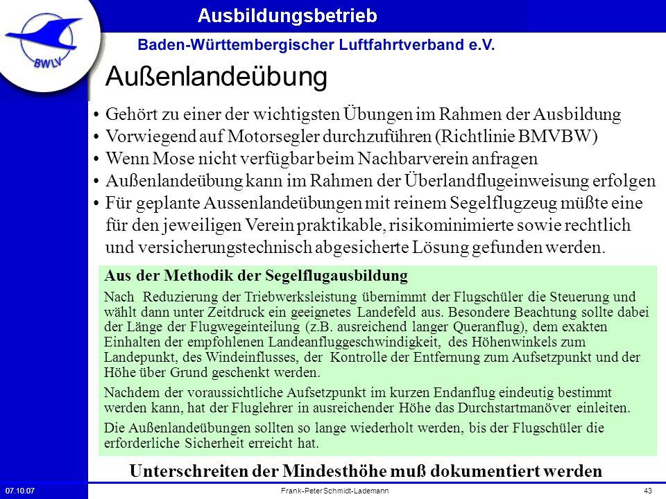 07.10.0743Frank-Peter Schmidt-Lademann Außenlandeübung Gehört zu einer der wichtigsten Übungen im Rahmen der Ausbildung Vorwiegend auf Motorsegler dur