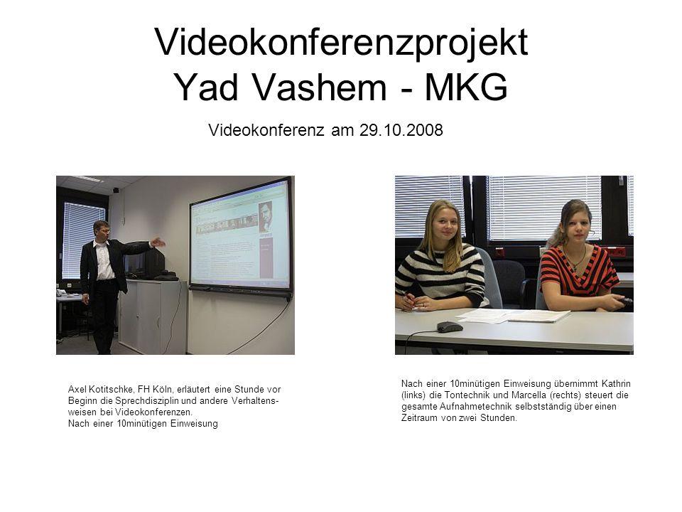 Videokonferenzprojekt Yad Vashem - MKG Videokonferenz am 29.10.2008 Axel Kotitschke, FH Köln, erläutert eine Stunde vor Beginn die Sprechdisziplin und