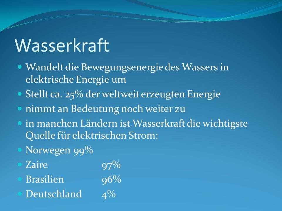 Wasserkraft Wandelt die Bewegungsenergie des Wassers in elektrische Energie um Stellt ca.