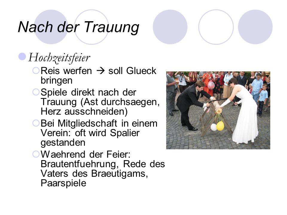 Nach der Trauung Hochzeitsfeier Reis werfen soll Glueck bringen Spiele direkt nach der Trauung (Ast durchsaegen, Herz ausschneiden) Bei Mitgliedschaft