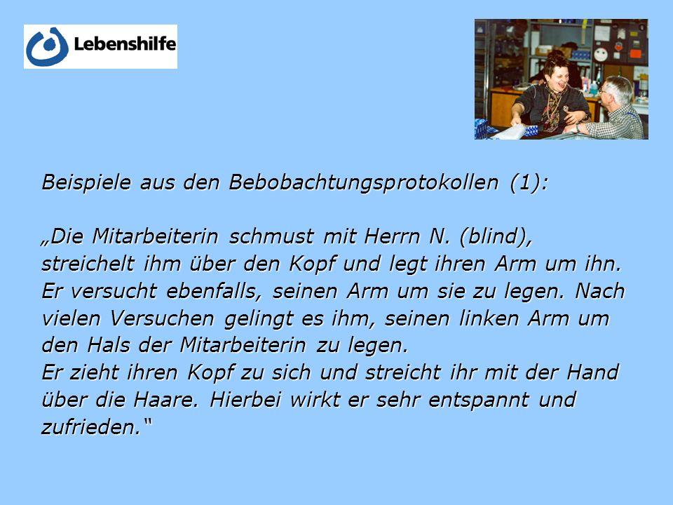 Beispiele aus den Bebobachtungsprotokollen (1): Die Mitarbeiterin schmust mit Herrn N.
