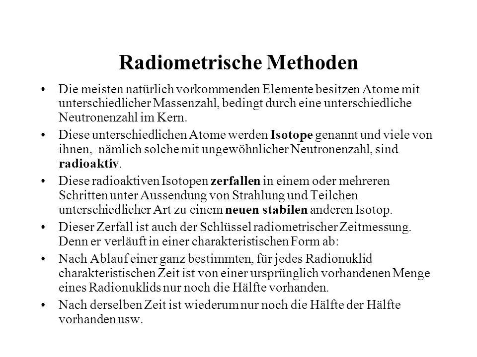 Radiometrische Methoden Die meisten natürlich vorkommenden Elemente besitzen Atome mit unterschiedlicher Massenzahl, bedingt durch eine unterschiedlic