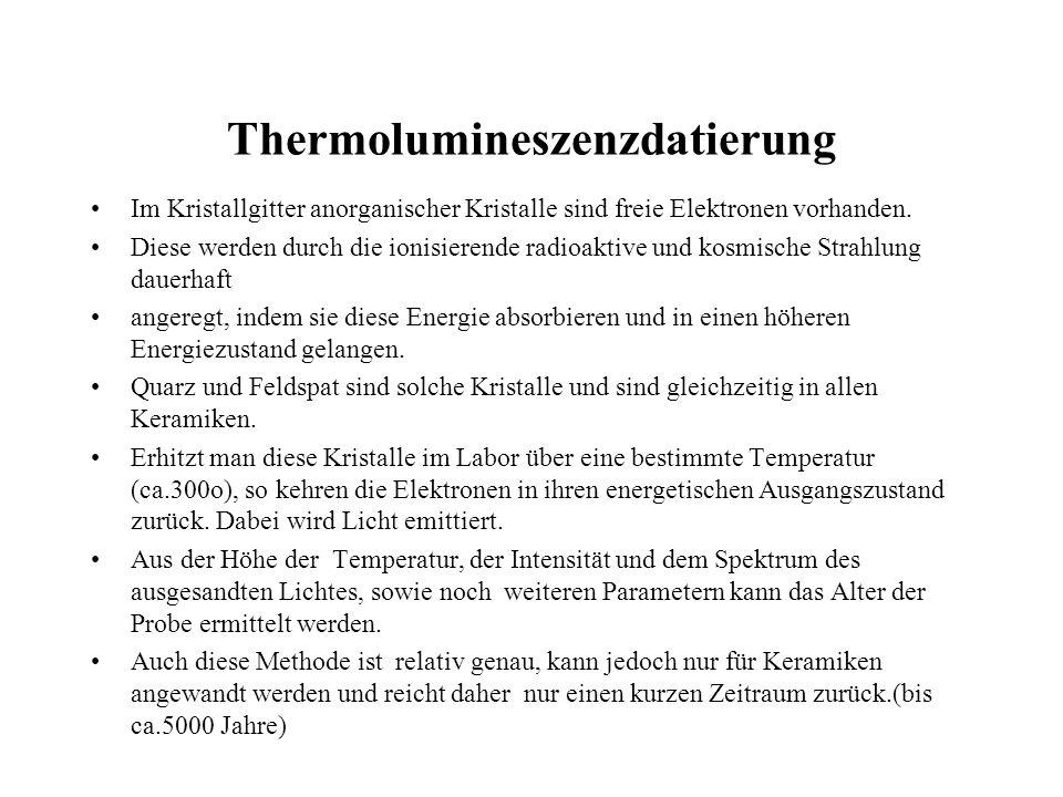 Thermolumineszenzdatierung Im Kristallgitter anorganischer Kristalle sind freie Elektronen vorhanden. Diese werden durch die ionisierende radioaktive
