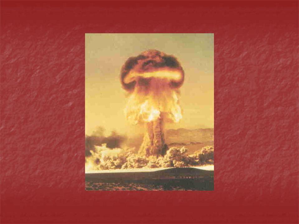 Kernfusionsbombe: Eine Wasserstoffbombe besteht aus zwei Teilen eine Implosionsbombe ein Fusionssprengsatz mit Lithiumdeuterid, einem Wasserstoffisotop In der Mitte befindet sich ein Plutoniumstab zusätzliche Wärme durch Kernspaltung Die Implosionsbombe ist notwendig, um den zweiten Teil in Gang zu setzen bei einer Kernfusion wird eine Aktivierungsenergie von ca.