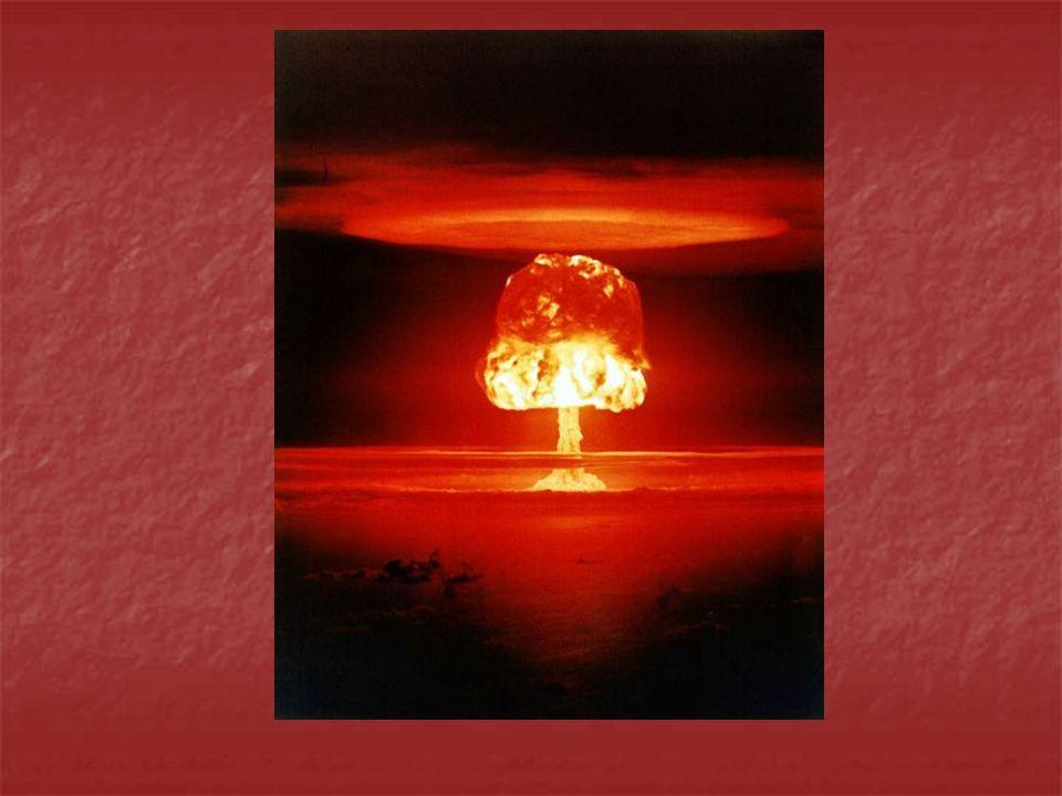 Neutronenbombe Aufbau: Ähnlich wie Wasserstoffbombe allerdings ist die Sprengkraft viel geringer Verschieden Aufbauweisen Hier ein Beispiel in der Mitte ist eine kleine Menge spaltbares Material (meist Plutonium) Es ist umgeben von dem Wasserstoffisotop Lithiumdeuterid Um dieses befinden sich rundherum einzelne, keilförmig angeordnete TNT-Sprengsätze Das ganze wird von einer Metallschicht ummantelt