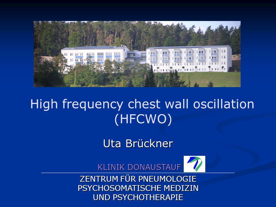 High frequency chest wall oscillation (HFCWO) Behandlungsmethode bei der extrathorakal mechanische Oszillationen appliziert werden, um Sekret zu lösen...