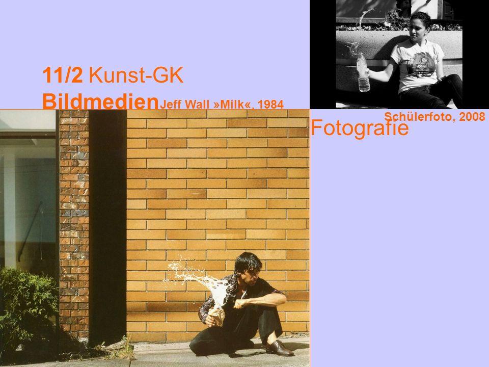 11/2 Kunst-GK Bildmedien Fotografie Schülerfoto, 2008 Jeff Wall » Milk «, 1984