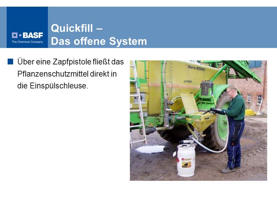 Quickfill – Das offene System Über eine Zapfpistole fließt das Pflanzenschutzmittel direkt in die Einspülschleuse.